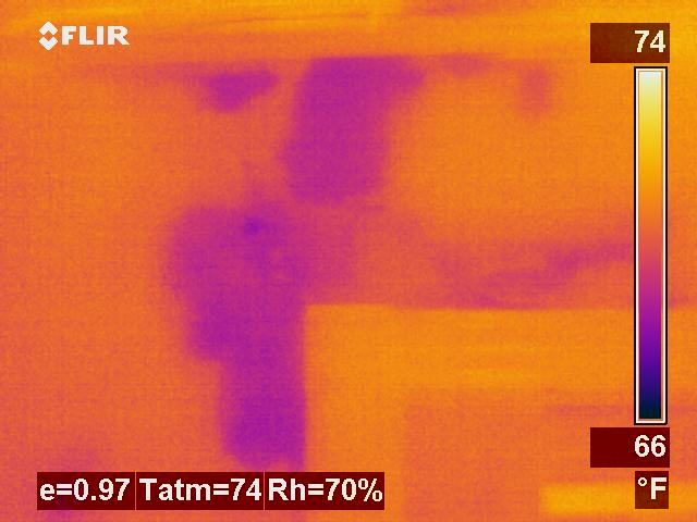 Plaster Wall: Visable Moisture Under IR - Iron Palette